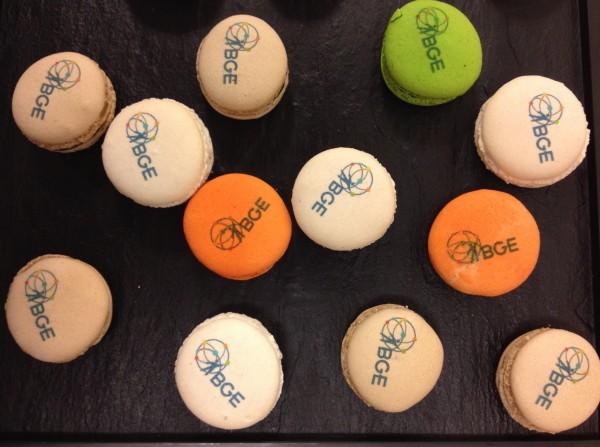 Les macarons aux logos de la BGE